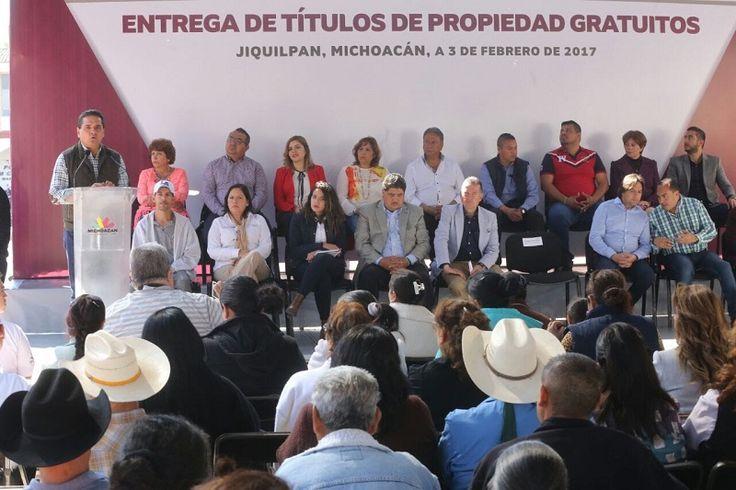 En Jiquilpan, el gobernador de Michoacán se pronunció en torno a las políticas del nuevo presidente de EU; también, entregó 200 certificados de primaria y secundaria a través del INEA ...