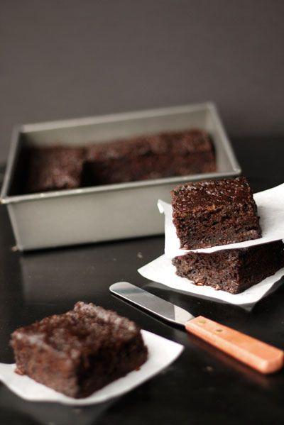 chocolate chip zucchini brownies ....nice idea using applesauce instead of oil #zucchini #brownies #applesauce