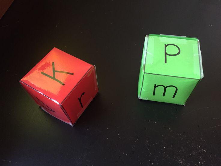 De leerlingen gooien met de dobbelsteen en verzinnen een woord met de letter. ( klikklak boekje kan hierbij gebruikt woorden.)
