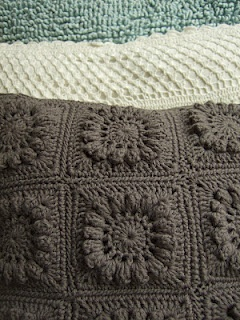 Crochet cushion - a block from the seventies!: Haken Crochet Crocket, Crochet Projects, Crochet Pillows, Crochet Cushions, Gehaakte Sprookjesland, Crochet Knits, Het Gehaakte, Crochet Inspiration, Kussen Haken