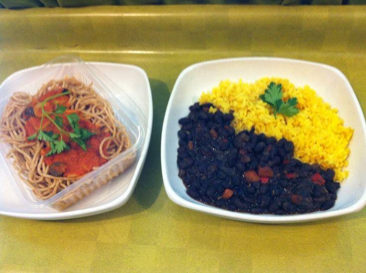 Porotos negros con vegetales salteados y arroz amarillo al jengibre   Spaghettis integrales con salsa sevillana