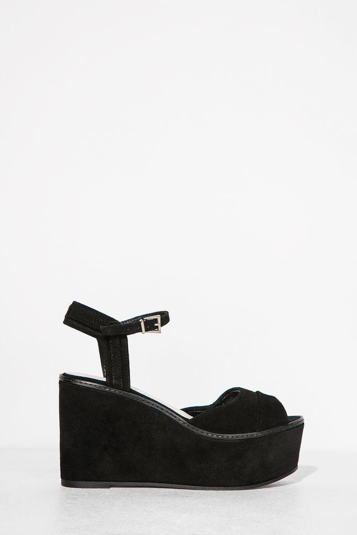 Cuña con piezas en serraje y forrada en madera. 10.5 cm altura y 4 cm de plataforma. Made in Spain.</br>- Tallas 36 y 41 de venta exclusiva online. | Zapatos | Fifty Factory