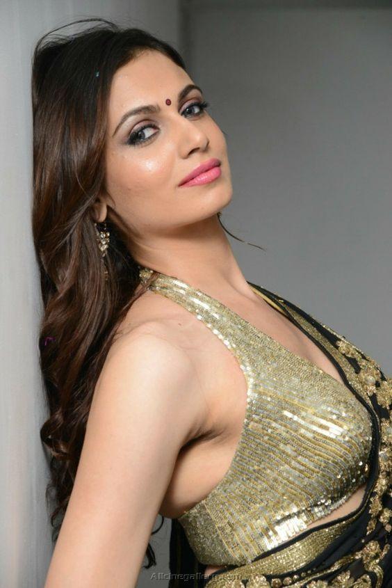 Cute Girl Isn't it ??  https://www.youtube.com/watch?v=iWfstCkvJCE  #Music #MusicLovers #MusicIndia #indianMusic #MusicforIndia #india #Pop #Jazz #Electronica #Latin #Ntr #Sridevi #Bollywood #BeatMogulMusic #MusicBeats