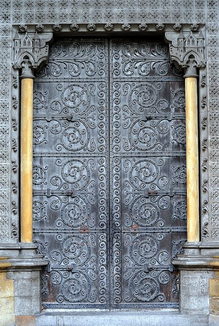 DOOR TO WESTMINSTER ABBEY / LONDON