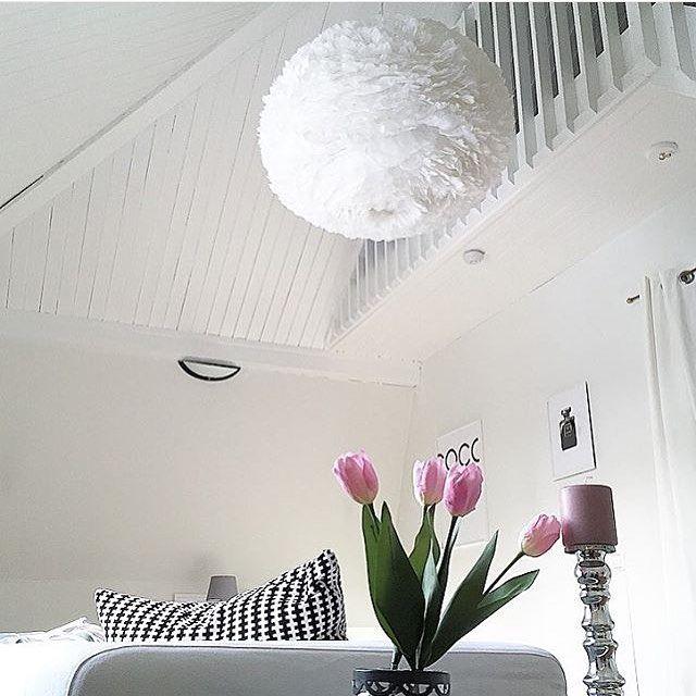 - Eos XL - mäktigt hänger den som ett skyddande moln @styleica - #vitacopenhagen #belysning #inredning #heminredning #baradesign #jsasweden #vitaeosxl