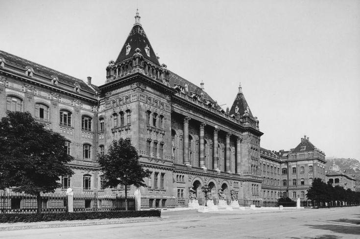 Műegyetem rakpart, Műszaki Egyetem központi épülete.