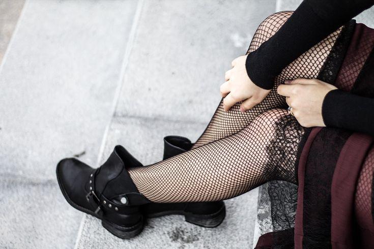 Dres plasa negru, tinuta toamna, andreea ristea, black fishnet tights, sexy, details, boots, autumn, look