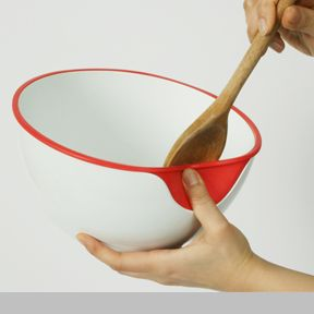 U Bowl | he U Bowl is a cooking pot designed with a special U-shaped silicone part on the side that enables the user to simply clean both sides of a cooking spoon without wasting food | Design team: Jeho Yoon of Burg Giebichenstein University of Art and Design Halle | IDEA 2013 Silver