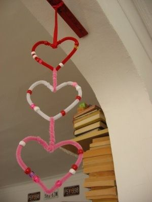 Valentine garlands http://myplumpudding.blogspot.com.au/2009/02/heart-garland-and-valentine-worms.html #crafts #ValentinesDay