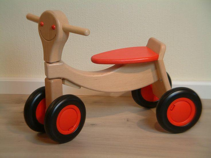 Tolles Laufrad / Sportbike / Vierrad aus Holz / Farbe: natur+rot / Länge: 57cm / Breite: 14,5-27cm / Sitzhöhe: 25 cm / für Kinder ab 2 Jahren Kinderfahrzeuge Dreiräder