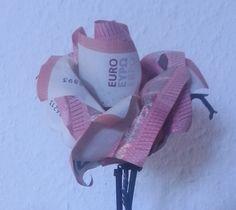 Eine Geld-Rose aus fünf Geldscheinen  Mit dieser Anleitung basteln Sie Ihre eigenen Geld-Rosen: http://geld-origami.de/rose-aus-geldscheinen-falten/1157