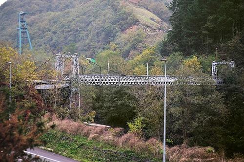 LA MINERÍA EN LAVIANA  Geocahing de tipo naturaleza- cultural  Zona de Asturias: Laviana (Valle del Nalón)  Dificultad: baja  Etapas:3  Tiempo estimado:  Con coche 2 horas, sin coche 3 horas  Cómo: La primera etapa se puede hacer en coche o a pie   Necesitas: GPS
