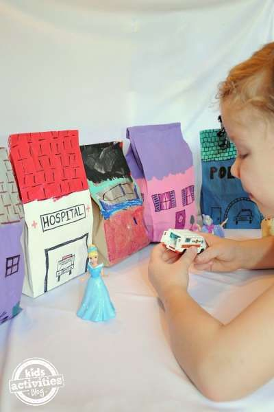 Paper Bag City from Craft Gossip. Oh I can just hear my preschool students now! And the possibilities are endless...Halloween Village, Gingerbread Houses, Community Helpers, etc. Fun!~Trisha:)