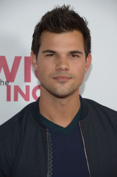 "Taylor Lautner Photos Photos - Actor Taylor Lautner attends the opening night of ""Hedwig And The Angry Inch"" at the Pantages Theatre on November 2, 2016 in Hollywood, California. - Opening Night of 'Hedwig and the Angry Inch' - Arrivals"