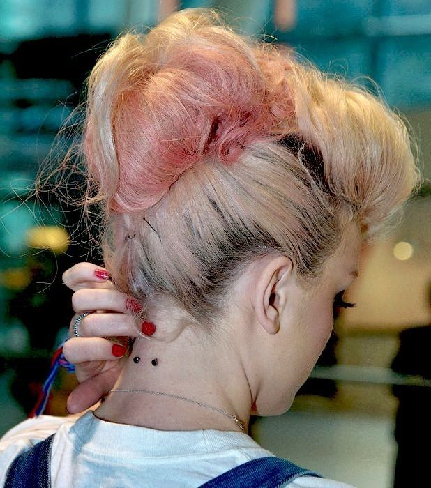 Neck piercing Perrie Edwards, id be terrified to get it ...