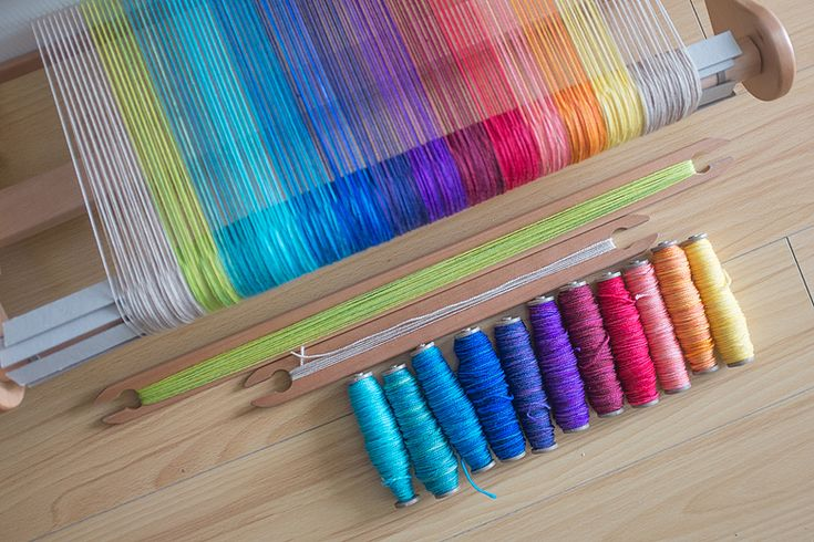 Rainbow Shifting Scarf DIY - using a rigid heddle loom