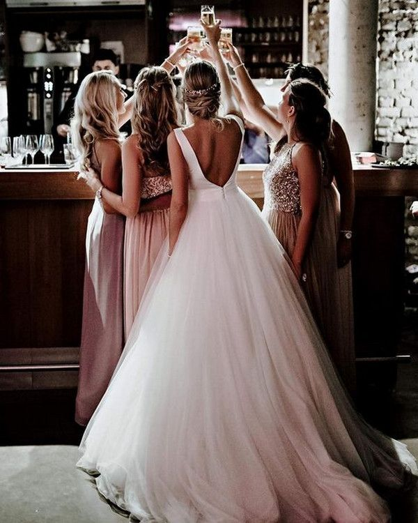 20 Must Have Wedding Photos With Your Bridesmaids Emmalovesweddings Bow Wedding Dress Ball Gowns Wedding Princess Wedding Dresses
