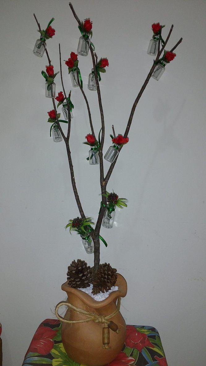 Árvore de natal com vidros de medicamentos reciclados!