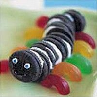 Mini Oreo Inchworm will add fun to your Bug Badge activity. More fun food crafts at www.freekidscrafts.com