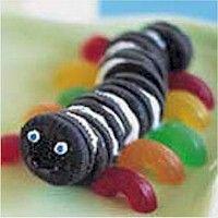 Mini Oreo Inchworm will add fun to your Bug Badge activity. More fun food crafts at www.freekidscrafts.com