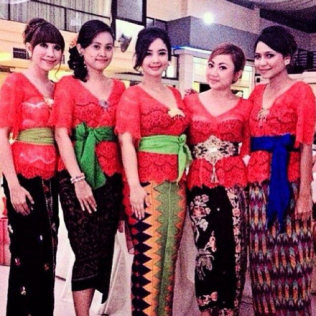 Kebaya+Bali+Warna+Merah.jpg (640×640)