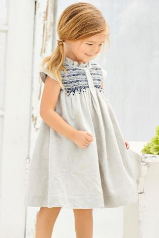 such a sweet little dress for playing in... Ylime xxx