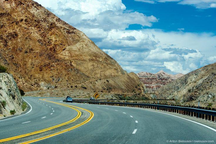 Дорожное путешествие по Калифорнии — Но только чуть в сторону от межштатного шоссе, как они уступают место нетронутым пустыннм ландшафтам.