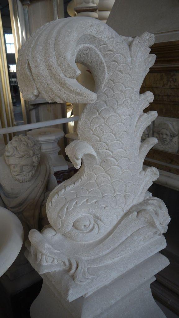"""Scultura """"tritone"""" in pietra - http://www.achillegrassi.com/it/project/scultura-pesce-a-forma-di-tritone-in-pietra-bianca-di-vicenza/ - Splendida realizzazione, in Pietra bianca di Vicenza, di una scultura raffigurante un pesce a forma di tritone. E' un elemento che viene frequentemente impiegato nelle fontane come getto d'acqua. Da notare l'estrema cura dei dettagli delle decorazioni sapientemente realizzate dai nostri abili scalpellini.  Dimensioni"""