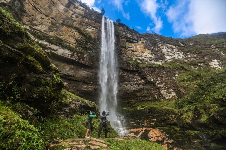 Friends at Gocta Waterfall in Amazonas Perú. [OC] [5760x3840]