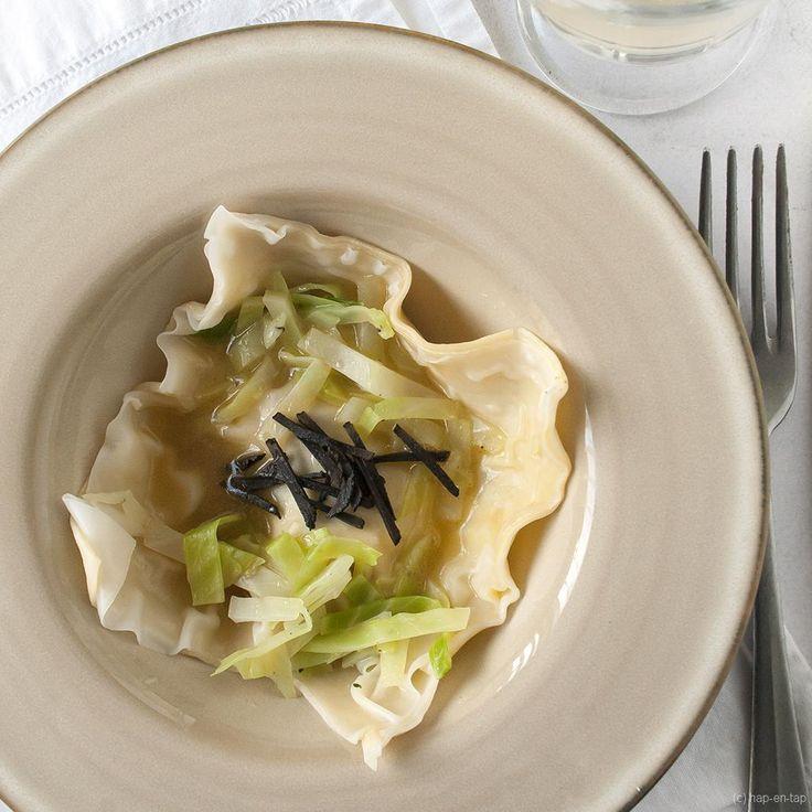 Deze ravioli met langoustines en truffel, groene kool is niet goedkoop, maar wel heel lekker en makkelijk en gezond. Een gerecht om je gasten te verwennen!