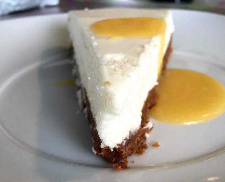 super einfaches Rezept für Cheesecake, den man nicht einmal backen muss. Mit der Zitronensoße wird er schön fruchtig und leicht.