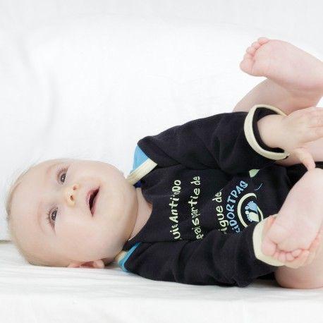 "On adore bébé avec notre body garçon 100% coton ""BBKIDORTPAS"""