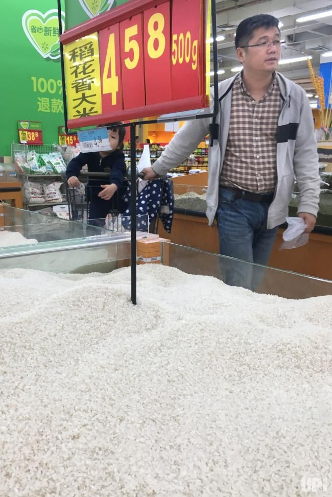 Chinese shop at a Wal-Mart in Beijing on April 27, 2017. Wal-Mart CEO Doug McMillon announced that China is a key growth market for the…