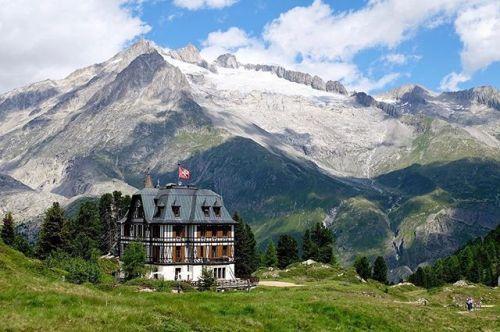 #Repost @afranche  Villa Cassel and the Drieft gletscher! . . #alps #aletscharena #glacier #villacassel #fujixt10#xt10#fujifeed#fujifilm_xseries #fujixseries#fujifilmx_ch #fujixpassion#myfujilove#fujiholics #fotocatchers #landscapephotography #inlovewithswitzerland #amazingswitzerland #visitswitzerland #thebestofswitzerland #myamazingswitzerland #myswitzerland #myswisscolors #visitswitzerland #MySwissPic #igersuisse #igerssuisse #igerswitzerland #valaiswallis via Fujifilm on Instagram…