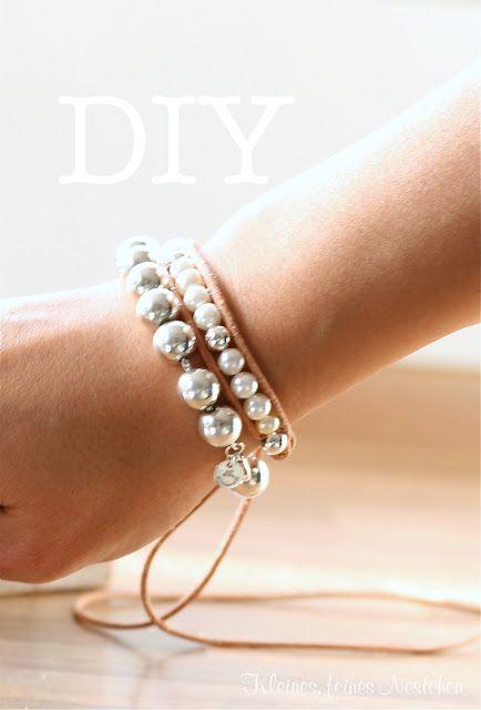Un+brazalete+DIY+de+alto+contraste:+perlas+y+cuero+-+Guía+de+MANUALIDADES