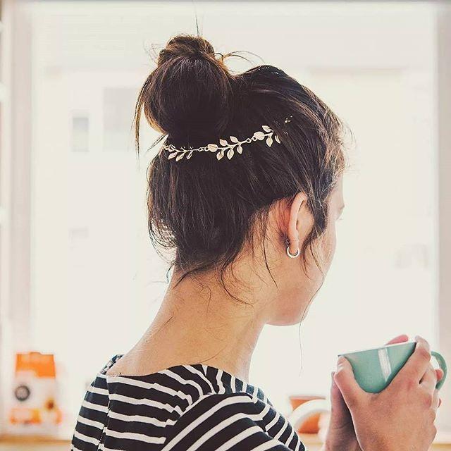 Goudkleurige haarsieraad ✨ Te bestellen voor € 5,95 inclusief verzenden. Bestellen kan via de Facebookpagina: Janne verkoopt sieraden > klikbare link in bio!  #Janneverkooptsieraden #accessoires #sieraden #haaraccessoires #instafashion #instadaily #instagood #picoftheday #photooftheday #boholook #bohemian #pretty #fashiondetail #musthave #modemusthaves #tagsforlikes #followme #dutch #Nederland