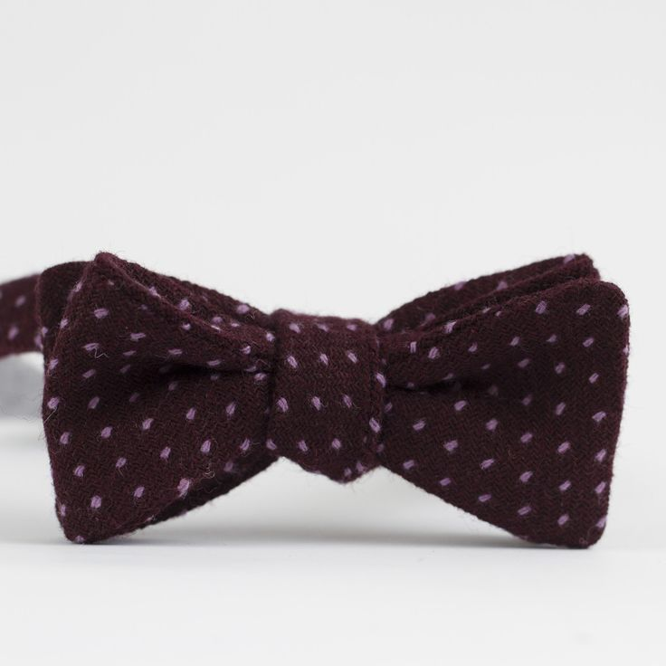 Pre tied bow tie - Pink base with small white dots Notch IeDjse96T