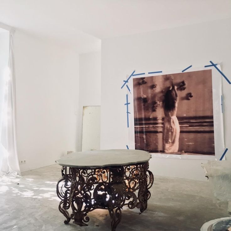 #whereflowersdream #chateaudegudanes#southoffrance #beautifuldestinations #beauty #riviera #fragonard #atelier#studio#home#edit#simpleluxury #purestyle#whiterooms#breathe #baroque#concrete#walledgarden#winterlights #exhibition #grasse#museedelapeinture
