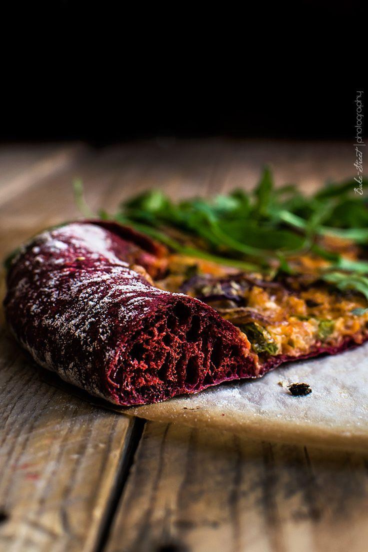 Pizza de remolacha con pesto rojo y espárragos - Bake-Street.com