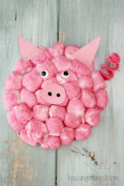 Petit cochon avec des boules de coton                                                                                                                                                                                 Plus