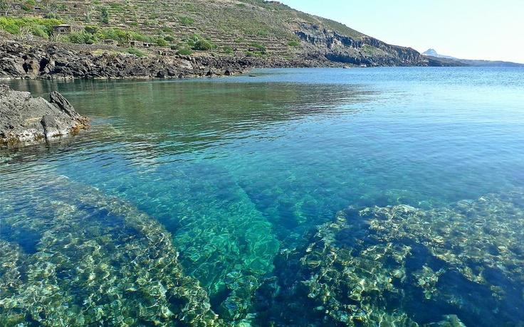 """""""Quante sono le sfumature dell'acqua..."""" #Buongiorno da #Pantelleria cc @Patricia Nickens Derryberry Sicily - Official Page"""