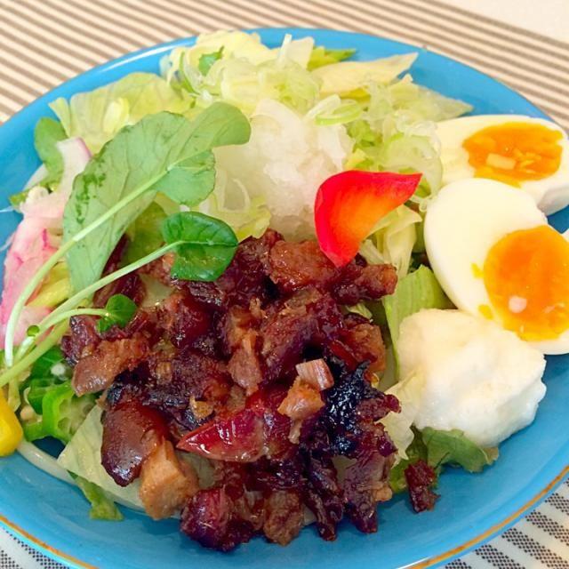 野菜がたくさん食べたかったのでサラダうどんにしました。肉屋尾島の切り落としチャーシューやっぱり美味しい - 23件のもぐもぐ - 冷やしサラダうどん by yumenimishi101