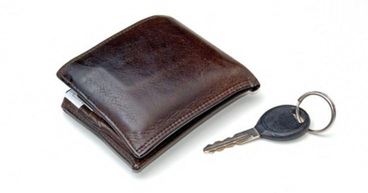Cómo encontrar el número de mi licencia de conducir anterior. Una vez que seas legalmente apto para conducir recibirás un número de licencia de conducir, emitida a tu nombre en una tarjeta de permiso para conducir. Este número ayuda a identificarte como conductor y permite que el Departamento de Vehículos Motorizados mantenga un informe detallado sobre tu historial de conducción. Este número puede cambiar si ...