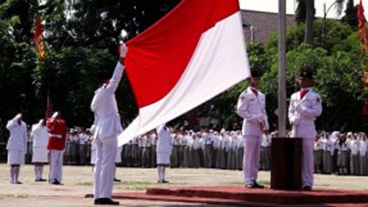 PASKIBRA Menangis Massal karena Gagal Kibarkan Bendera HUT RI KE 71 di S...