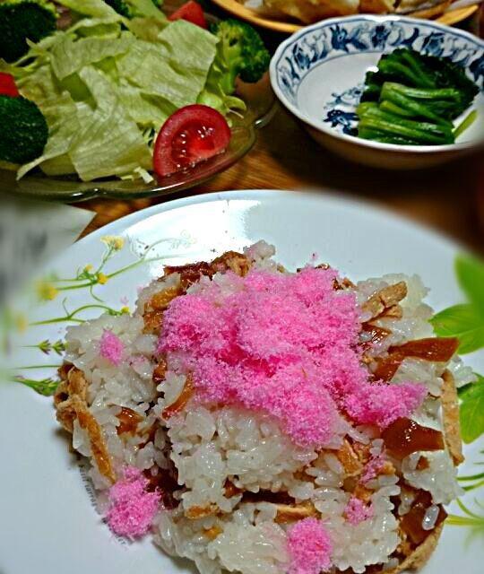 おばあちゃん宅で一緒に作ったちらし寿司☆ - 8件のもぐもぐ - ちらし寿司とサラダとサツマイモ揚げ[2014*2/27] by alice0spice