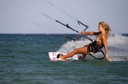 Practicando kitesurf