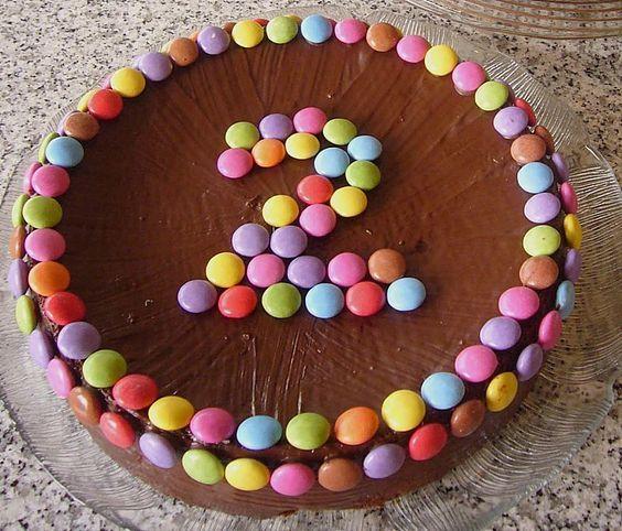 Smarties – Torte (Rezept mit Bild) von letta22 | Chefkoch.de   – Ideen Kindergeburtstag