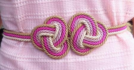 Cinturón con nudos de tres puntas (detalle)