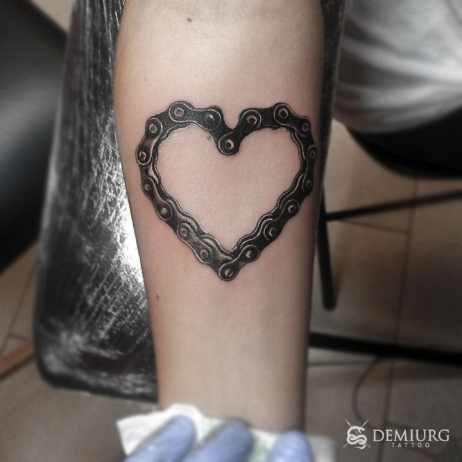 21 best images about tattoos on pinterest bike chain first tattoo and bikes. Black Bedroom Furniture Sets. Home Design Ideas