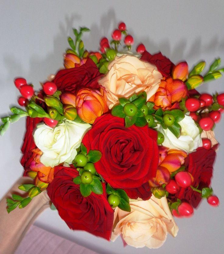Poze buchet mireasa cu trandafiri rosii si frezii
